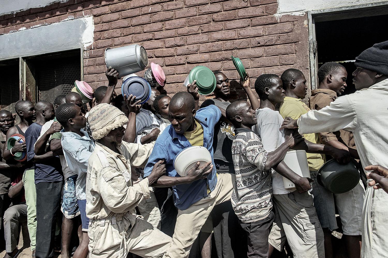 Food rush at Chichiri Prison  www.mashable.com