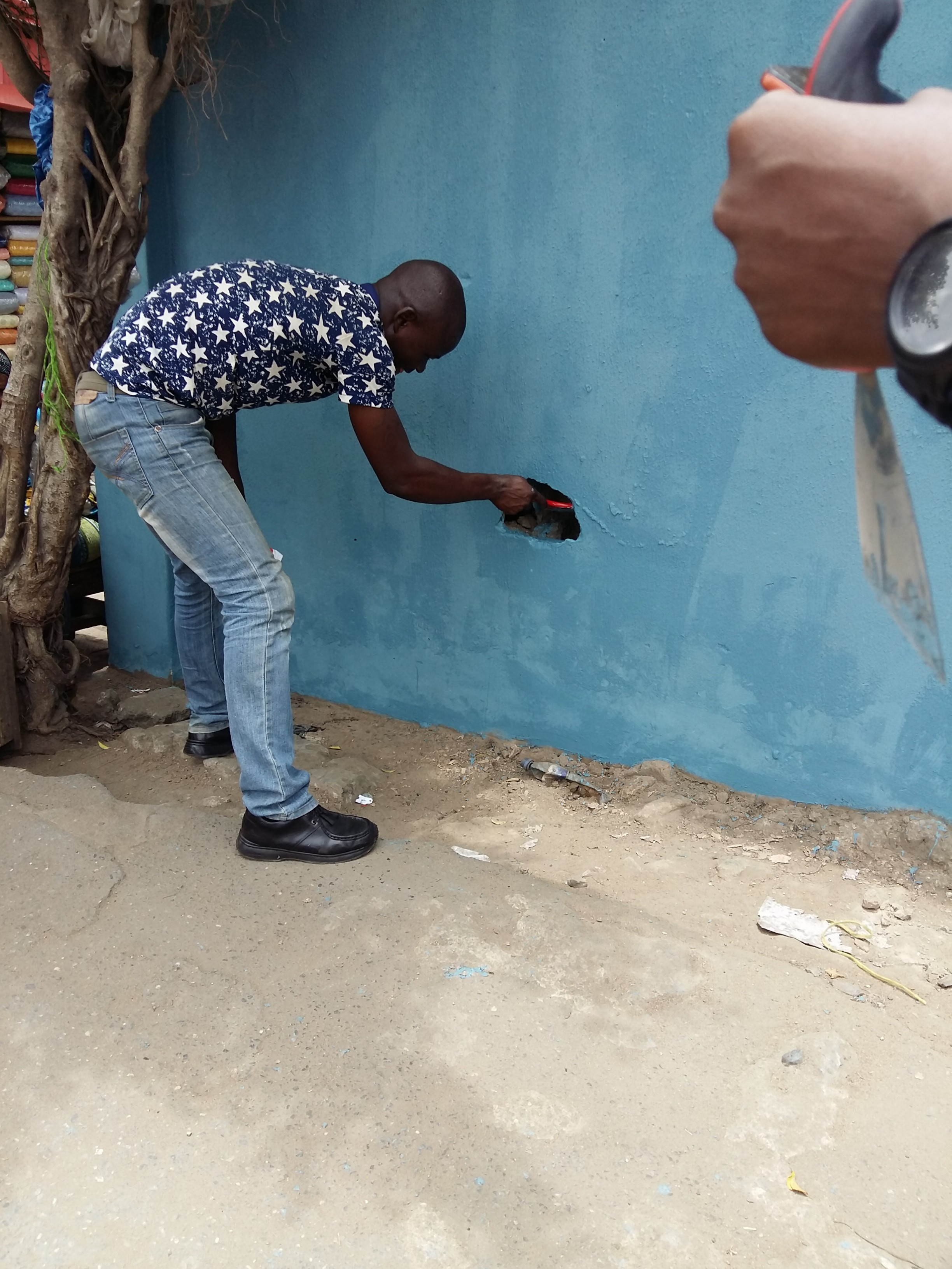 A volunteer working at the Paint the City - Oshodi project.